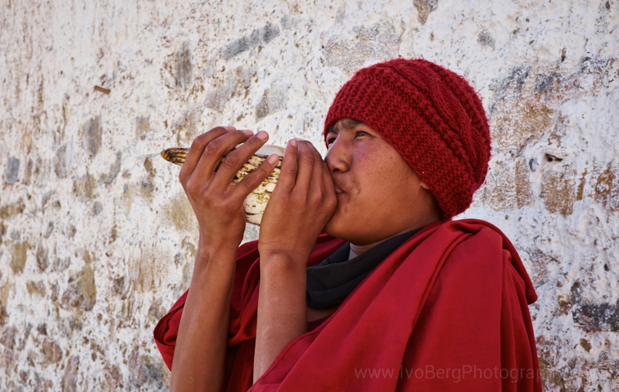 5 - Young monk blowing a shell to call for breakfast
